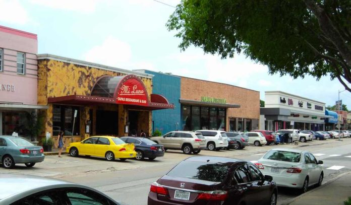 Rice Village Stores. Almost 50 stores and dining opportunities make Rice Village District a fine shopping experience offering something different from your regular Houston trueufile8d.tk't be upset by the small number of stores, because the mall still has plenty to offer.