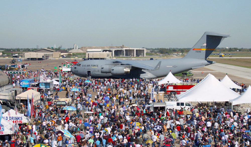 wings-over-houston-airshow-2018-ellington-airport-crowd