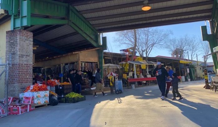 walkable-houston-the-airline-drive-flea-markets