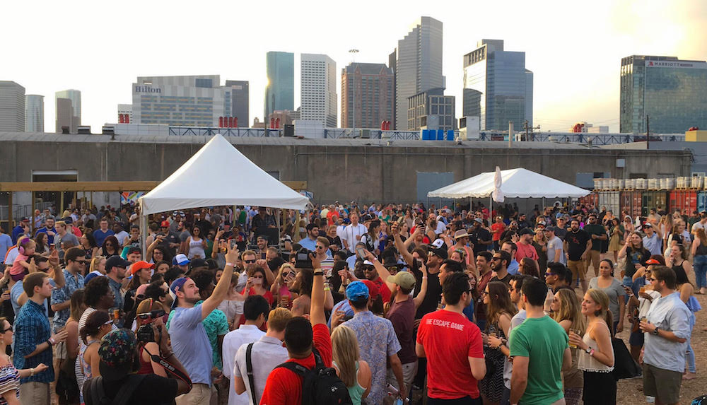 heads-tails-a-beer-crawfish-and-music-happening-at-8th-wonder-brewery-eado